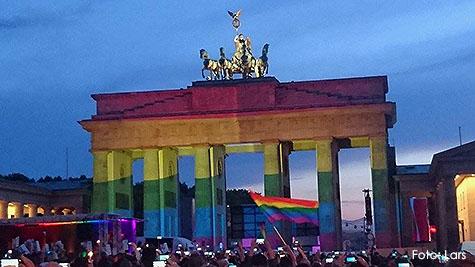 BrandenburgerTor_Regenbogen